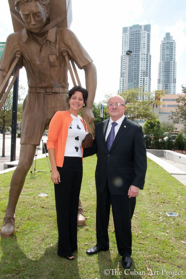 Leticia del Monte &  .Dr. Eduardo J. Padrón, Presidente del Miami Dade College, Unveiling of The Tower of Snow by Enrique Martinez Celaya, Fredom Tower 2014